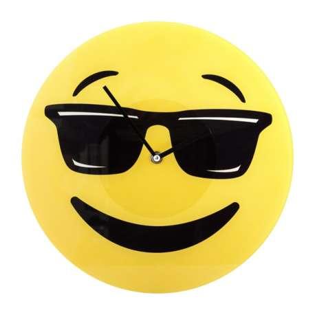 Horloge murale smiley avec lunettes de soleil émoji