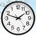 Horloge murale avec des chiffres inversés