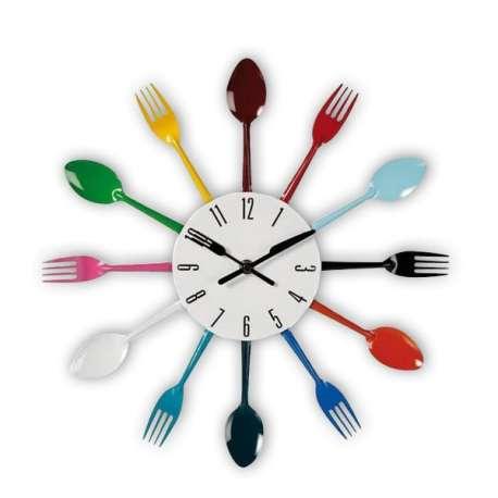 Horloge murale avec fourchettes et cuillères colorées