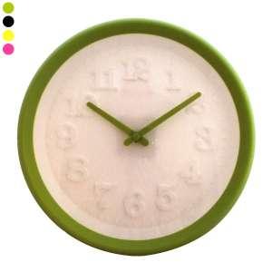 Horloge colorée avec chiffres en relief