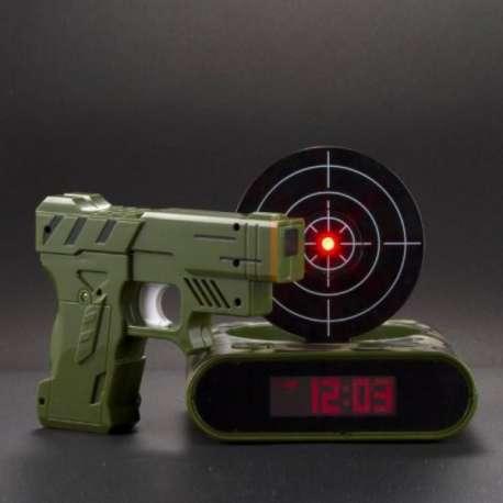 Réveil matin cible et pistolet