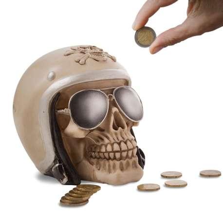 Tirelire crâne dans un casque de moto