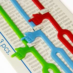 Trio de marque-pages colorés main avec index pointeur de ligne