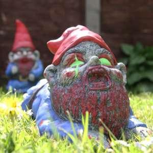 Nain zombie rampant pour le jardin