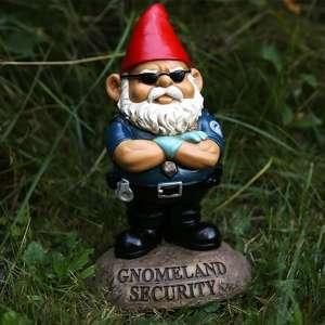 Nain de jardin aspect agent de surveillance et de sécurité