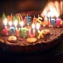Lot de 18 bougies colorées lettres joyeux anniversaire