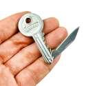 Clé avec couteau intégré en porte-clés