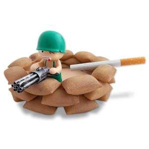 Cendrier bunker fait de sacs avec petit soldat