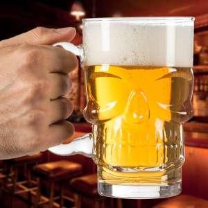 Verre à bière en forme de crâne