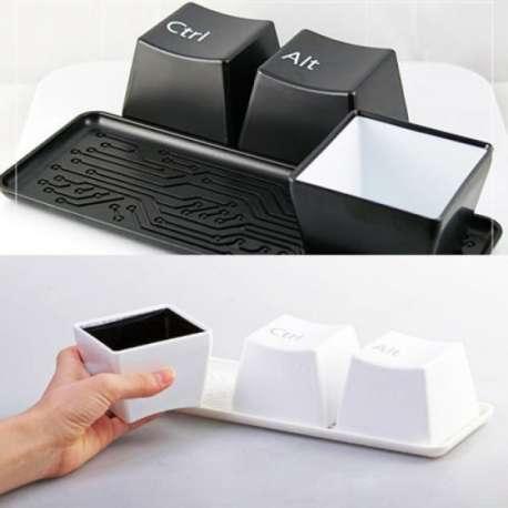 3 tasses touches ordinateur Ctrl, Alt, Del 3 mug avec plateau