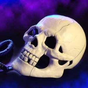 Téléphone filaire fixe tête de mort lumineuse