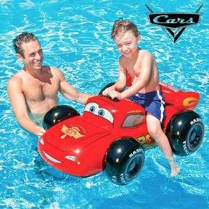 Voiture gonflable Flash McQueen bouée piscine mer