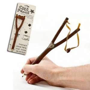 Crayon en bois avec lance-pierre