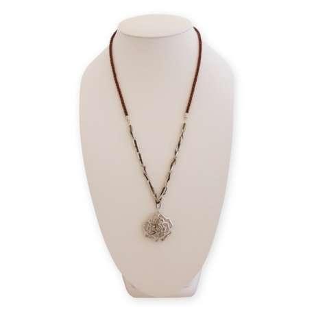 Collier long fleur argentée et faux diamants
