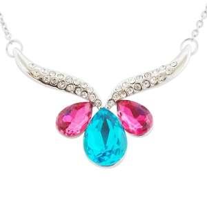 """Collier pendentif """"V"""" en strass orné de gouttes rose et turquoise"""