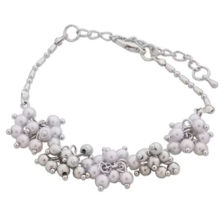 Bracelet aux fleurs boules argentées et blanches