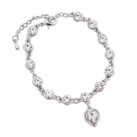 Bracelet tout argenté et faux diamants blancs, avec cœur
