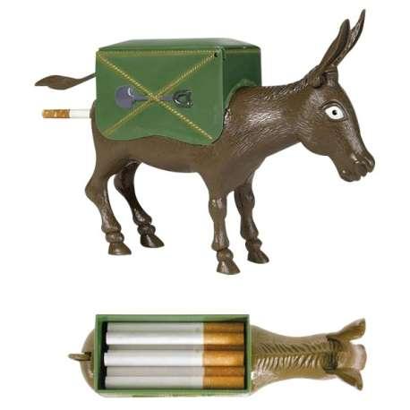 Ane à fesses distributeur automatique de cigarettes par les fesses