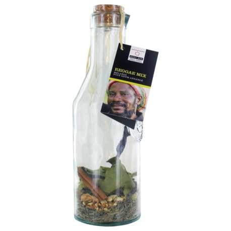 Mélange d'ingrédients en carafe pour boisson Reggae Mix