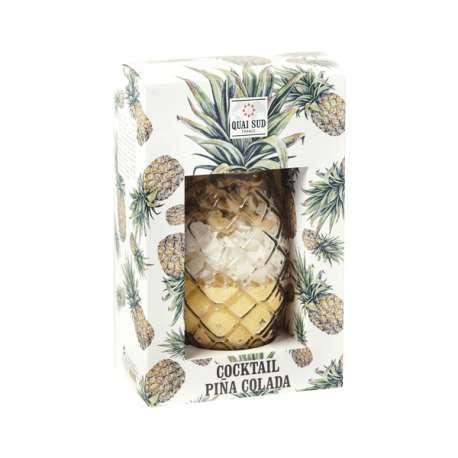 Verre ananas cocktail à ingrédients pour pina colada préparation
