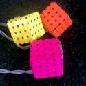 Guirlande de LED en forme de cubes perforés